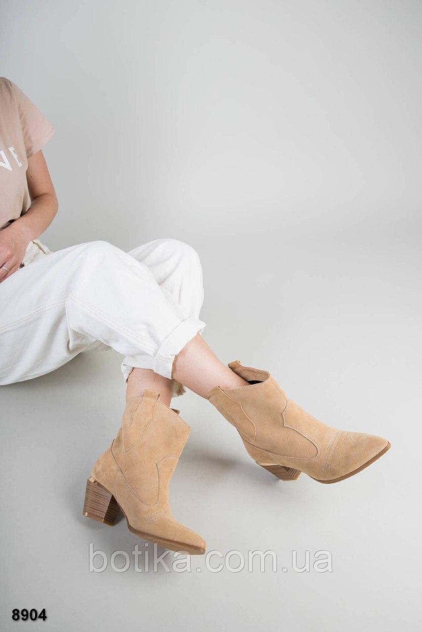 Стильные демисезонные женские ботинки казаки