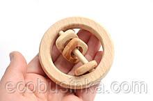 Погремушка кольцо с можжевеловыми фигурками