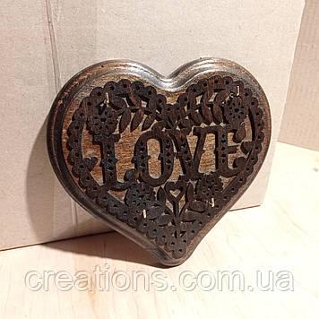 Настенная ключница сердечко из дерева 18*19 на 5 крючков с настенным крепежем