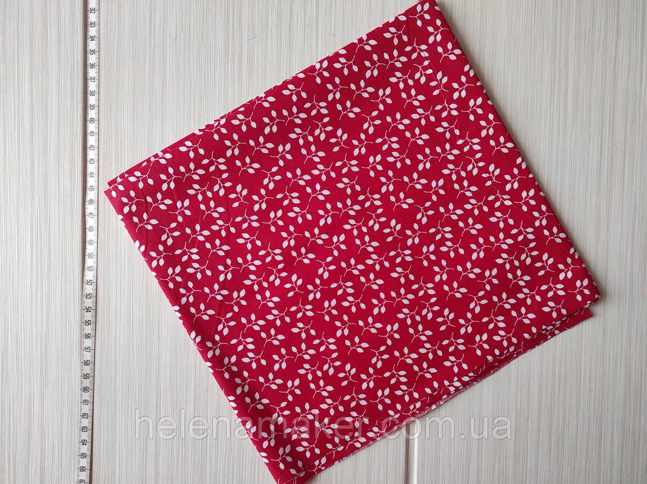 Отрез хлопковой ткани Мелкие белые веточки на красном фоне. Размер 50*50 см