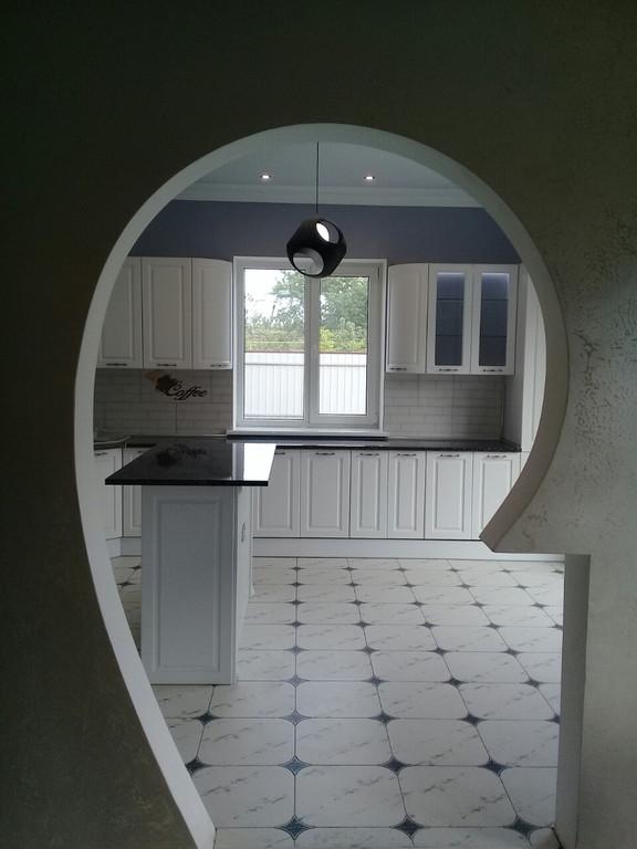 Встроенная угловая кухня + кухонный остров