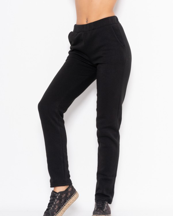 Черные зауженные спортивные штаны из трикотажа на флисе