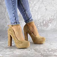 Туфли женские замшевые бежевые на высоком каблуке с ремешком 1241