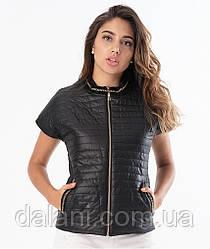 Женский черный жилет стеганый с отделкой цепочками