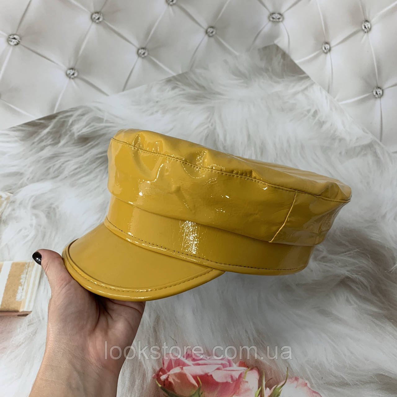 Женский картуз, кепи, фуражка лаковый желтый