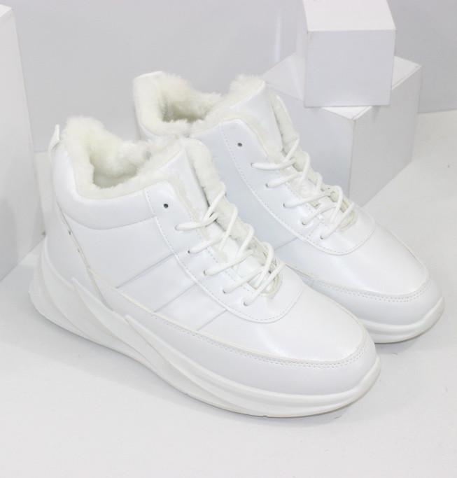Кросівки жіночі зимові білого кольору на хутрі