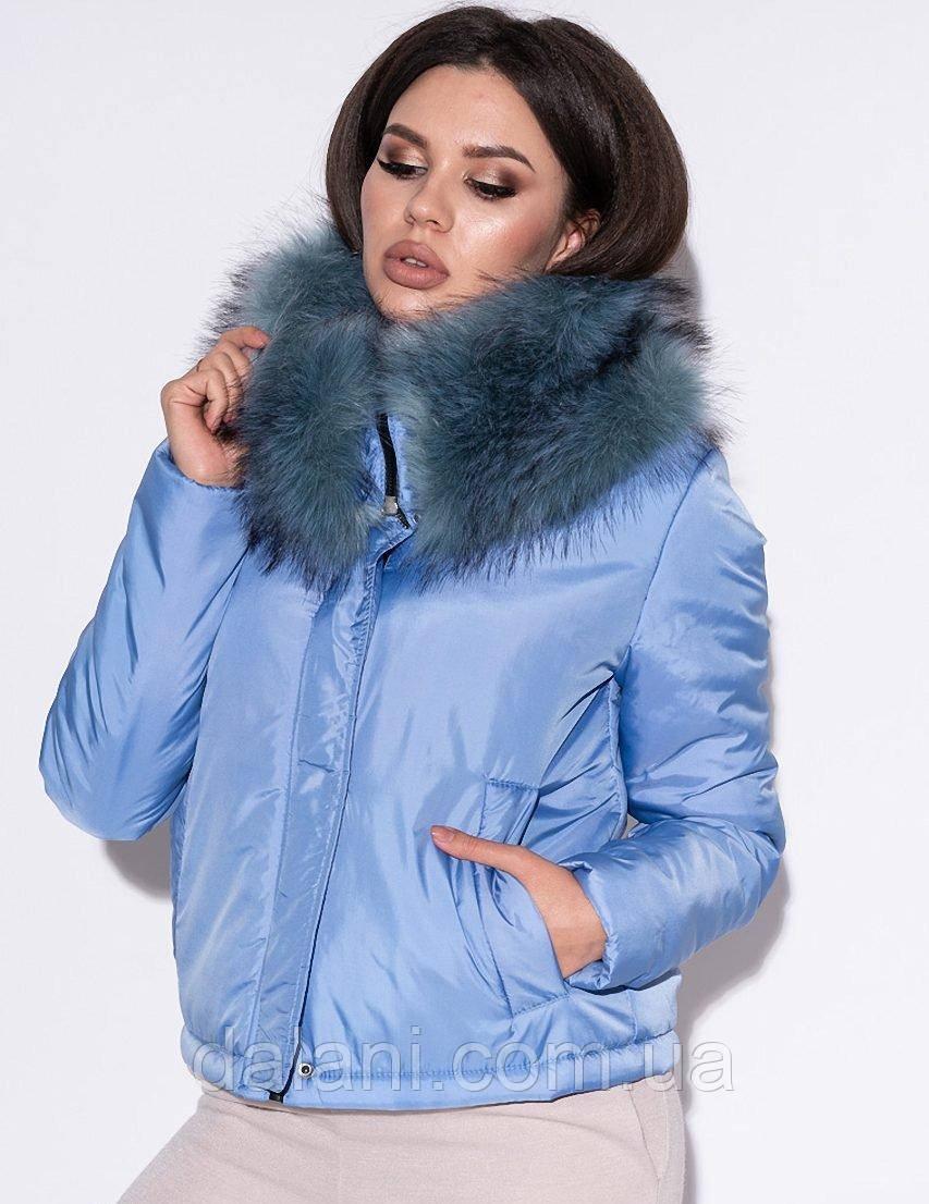 Укороченная женская голубая куртка с воротом из экомеха