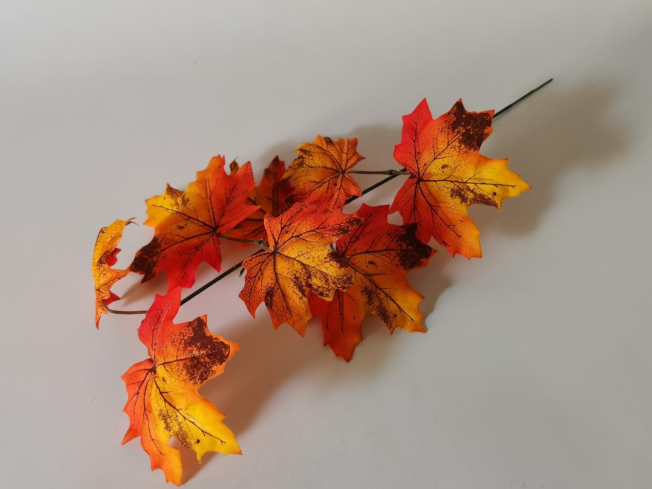 Искусственная зелень. Ветка осеннего клёна, большая рыжая.