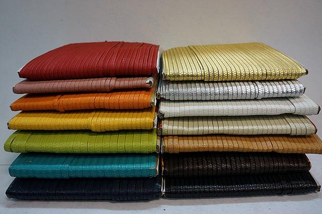 Резинки в коже эластичные 8 мм.  цвет золото, серебро