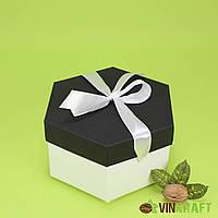 Коробка 170*200*100  подарункова з бантом, біло-чорна