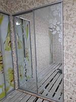 Зеркальная развижная двери с пескоструем