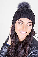 Жіноча шапка з помпоном з натурального хутра