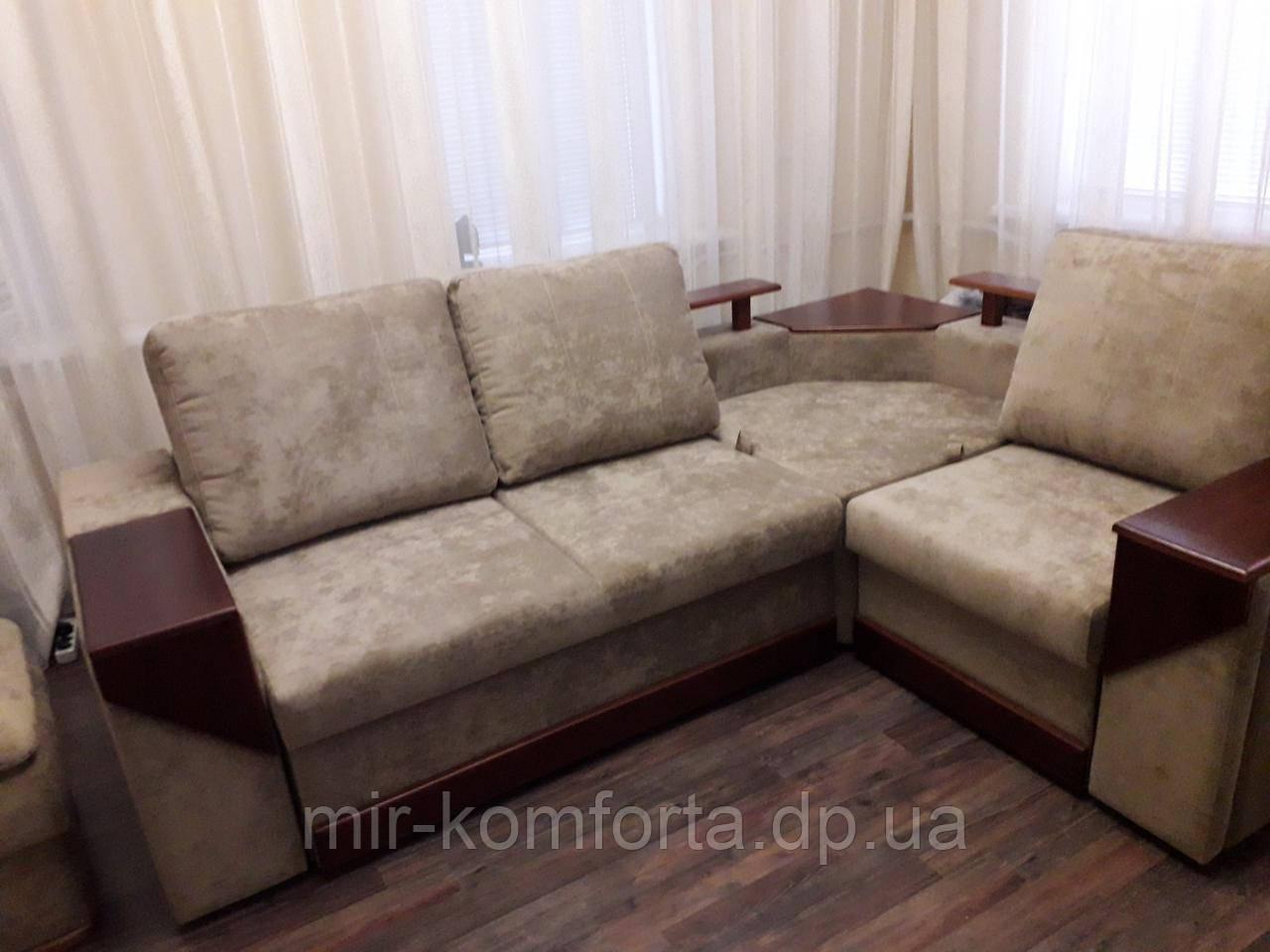 Перетяжка кутового дивана з дерев'яними подлкотниками