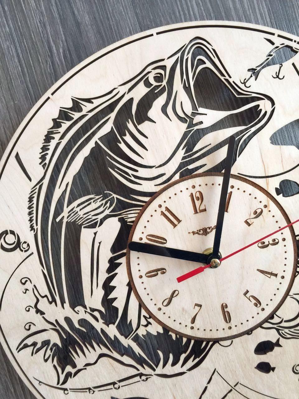 Стильные деревянные настенные часы Рыбалка - подарок мужчине-рыбаку