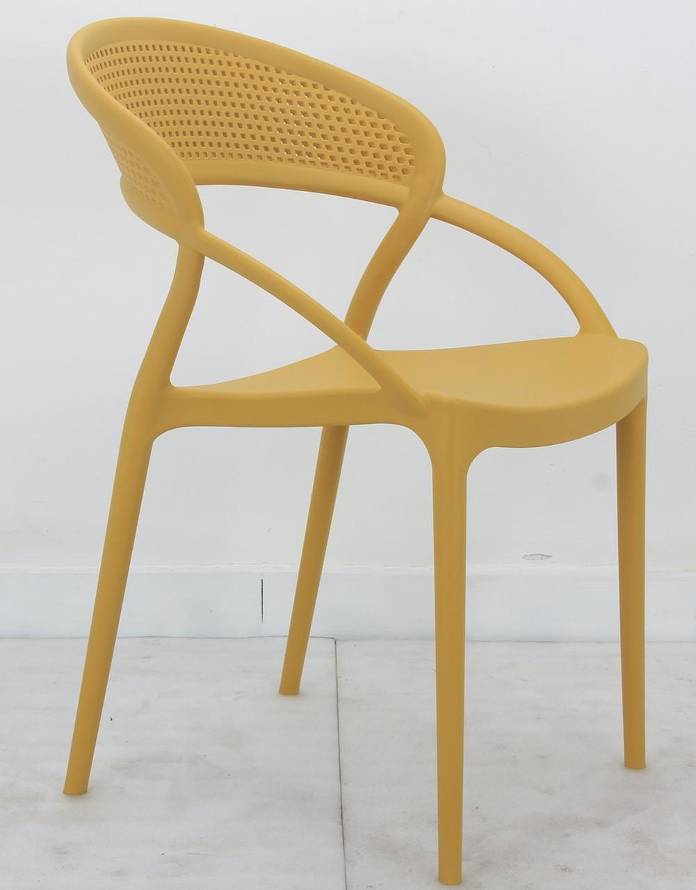 Кресло пластиковое цельнолитое желтое Nelson