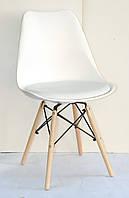 Белый стул с мягким сиденьем и деревянными ножками Milan-B - стильное дизайнерское решение