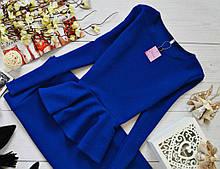 Ошатна жіноча трикотажна кофточка з баскою і довгими рукавами. Синя