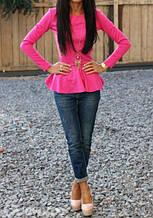 Трикотажна святкова жіноча блузка з баскою і довгими рукавами. 9 кольорів. Яскраво-рожева
