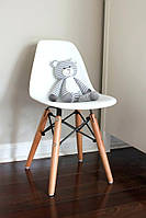 Белый стул пластиковый в детскую KIDS NIK на деревянных ножках