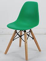 Зеленый пластиковый стул в детскую KIDS NIK на деревянных ножках