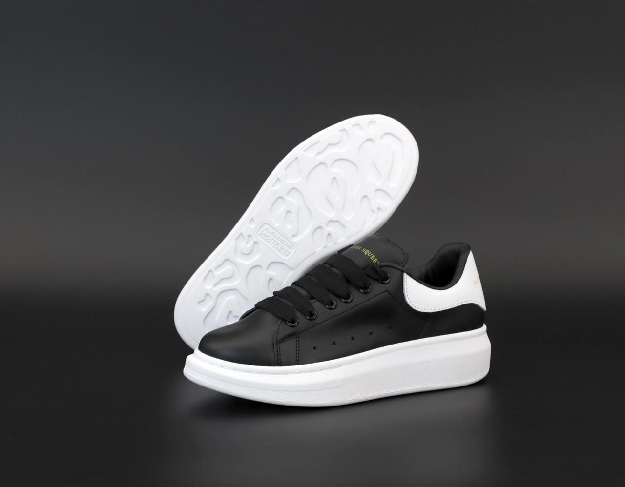 Черные женские кроссовки Alexander McQueen Black White (Женские кроссовки Александер Маквин черно-белые)
