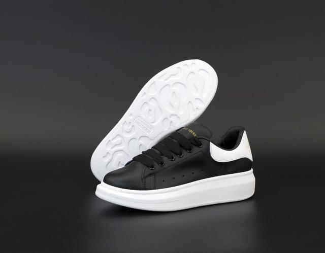 Черные кроссовки Маквин фото