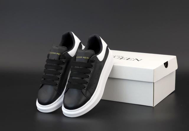 Черные женские кроссовки Alexander McQueen Black White фото