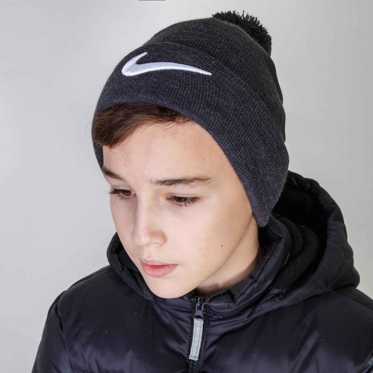 Брендовая зимняя шапка с помпоном для мальчика фирмы Nike (реплика) оптом - Артикул 2856