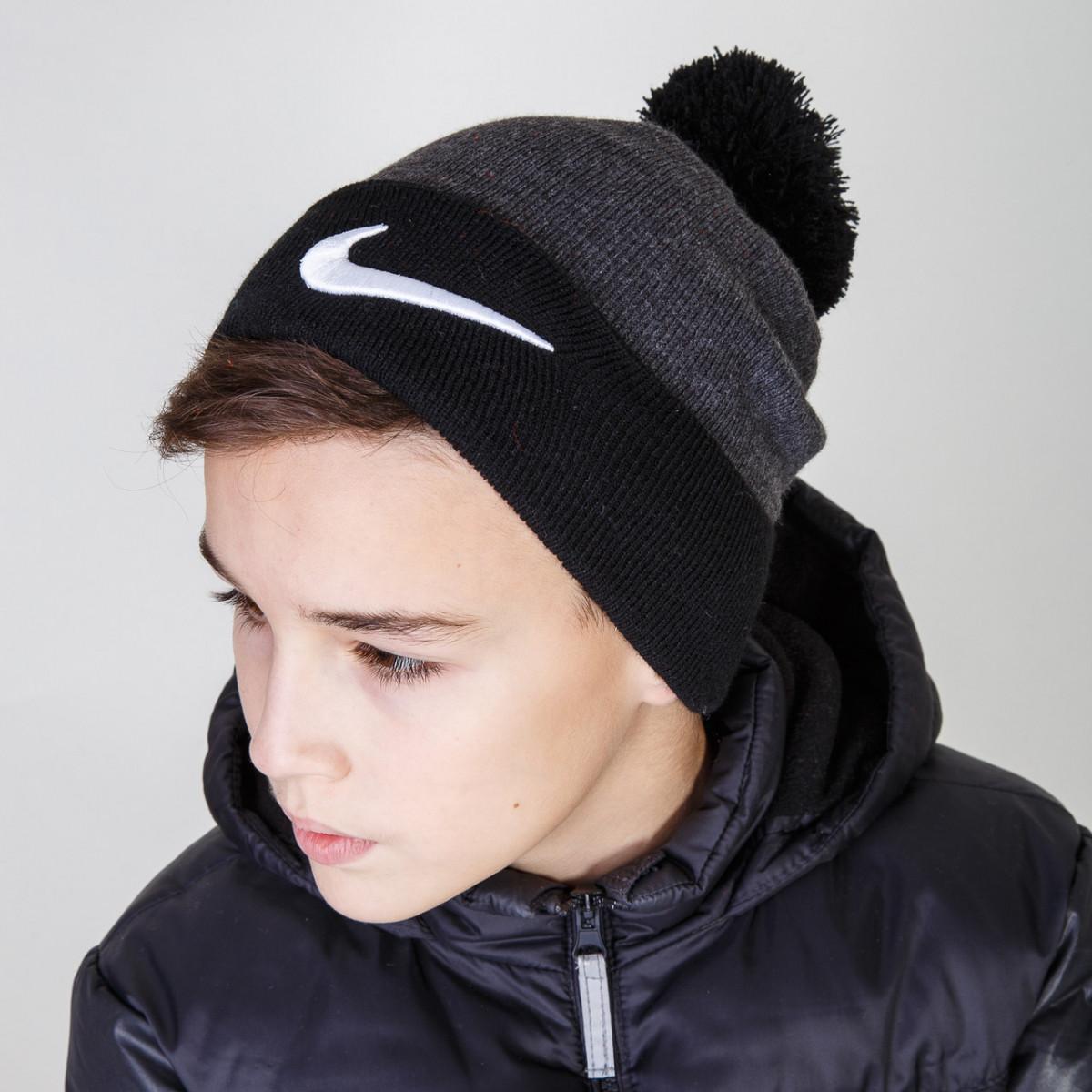 Стильная шапка с помпоном на зиму для мальчика фирмы Nike (реплика) оптом - Артикул 2921