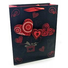 """Пакет подарунковий картонний з аплікацією""""Love"""" (23х18х8 см)"""