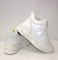 Белые зимние женские кроссовки с мехом на шнуровке