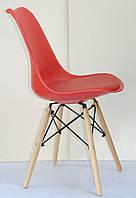 Стул с мягким сиденьем и деревянными ножками красный Milan-B - стильное дизайнерское решение для кафе, баров