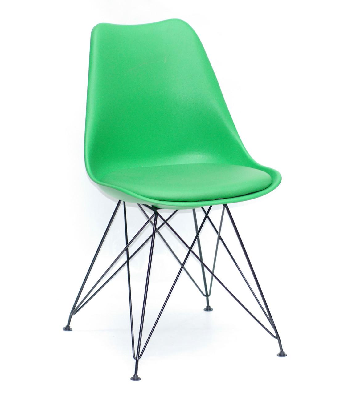 Стул на черных металлических ножках Milan BK-ML с пластиковым сиденьем с подушкой зеленого цвета