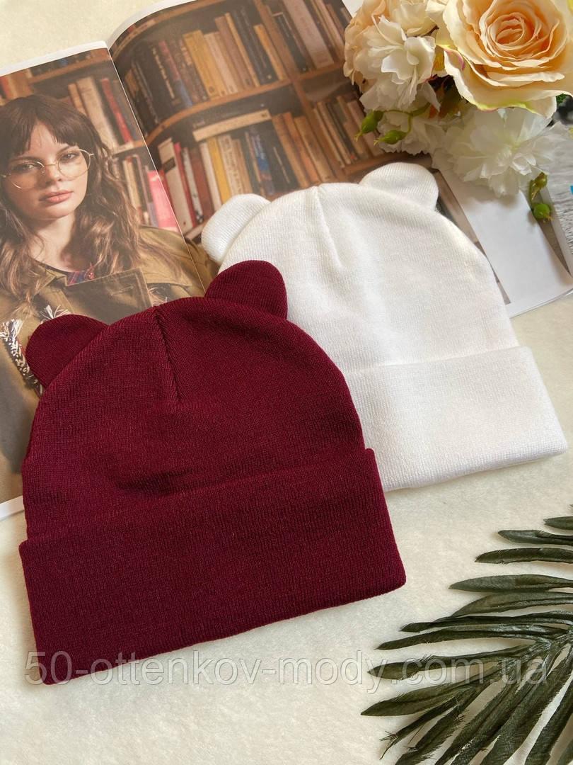 Жіноча акрилова однотонна шапка з вушками в кольорах