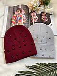 Жіноча акрилова однотонна шапка з бусинками в кольорах, фото 3