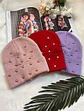 Жіноча акрилова однотонна шапка з бусинками в кольорах, фото 5