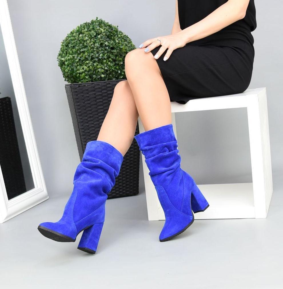 Женские замшевые сапоги с узким носком на каблуке электрик замша