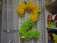 Детское день рождение оформленное помпонами и шарами