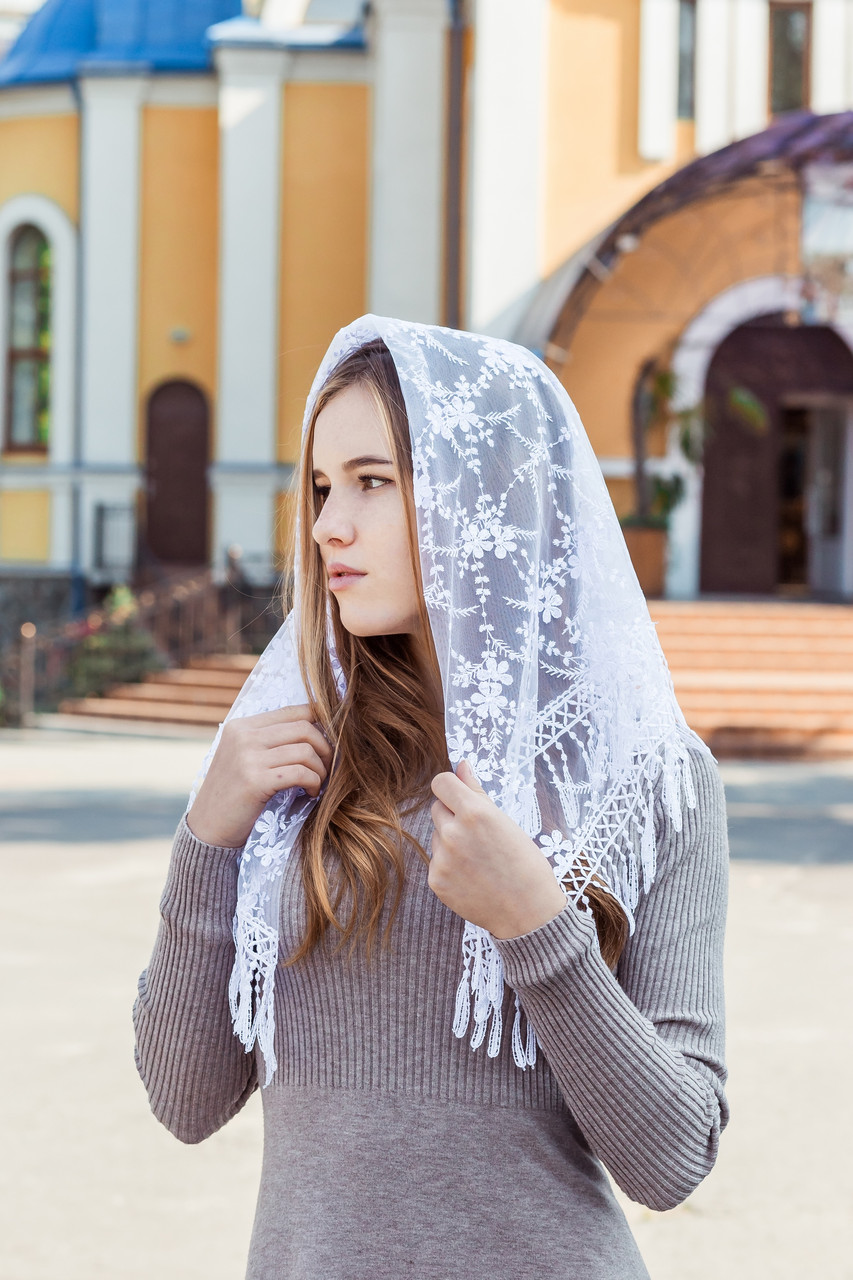 """Церковный женский платок на голову красивый с кружевом и бахромой """"Вероника"""" белого цвета"""