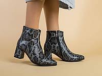 Демисезонные женские ботинки кожа рептилия с обтянутым каблуком
