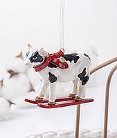 Підвіска на ялинку Корівка на лижах 192-079