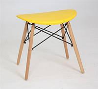 Табурет с пластиковым цельнолитым сиденьем и деревянными ножками желтый Kris