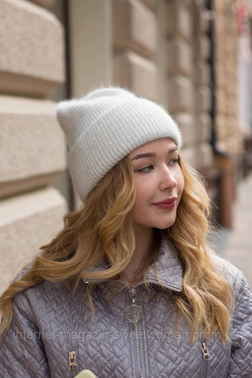 Стильна біла шапка
