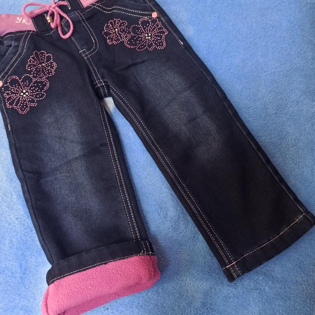 Джинсы для девочки теплые с вышивкой. Джинсы теплые на флисе.Пояс на шнурке.