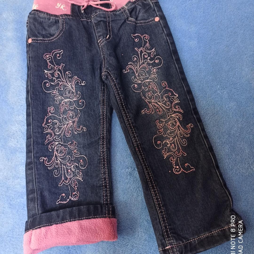 Модные теплые джинсы на флисе с вышивкой для девочки.
