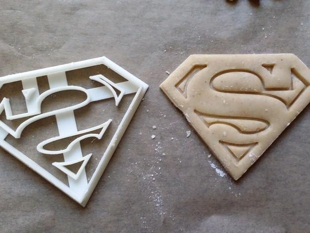 Висічка для пряників у вигляді емблеми Супермена