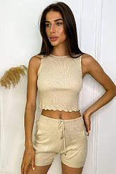Вязаный женский бежевый комплект из кроп-топа и шорт