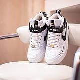 Nike Air Force 1 Mid LV8  Женские осенние черно-белые кожаные кроссовки. Женские кроссовки на шнурках, фото 3