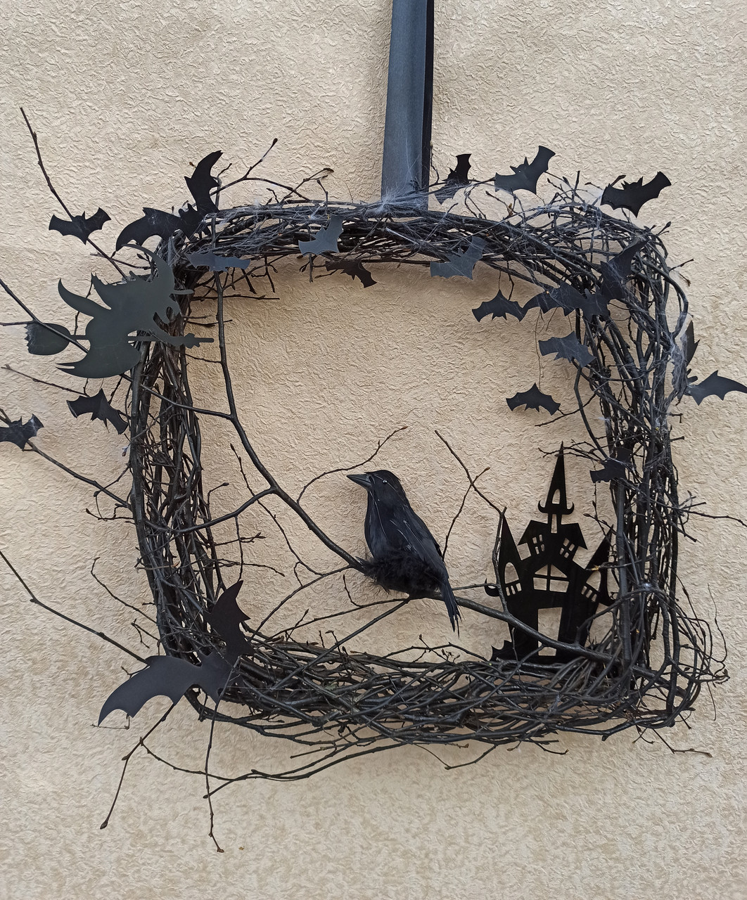 Декоративний вінок чорного кольору до Хеловіну (Хеллоуїну)