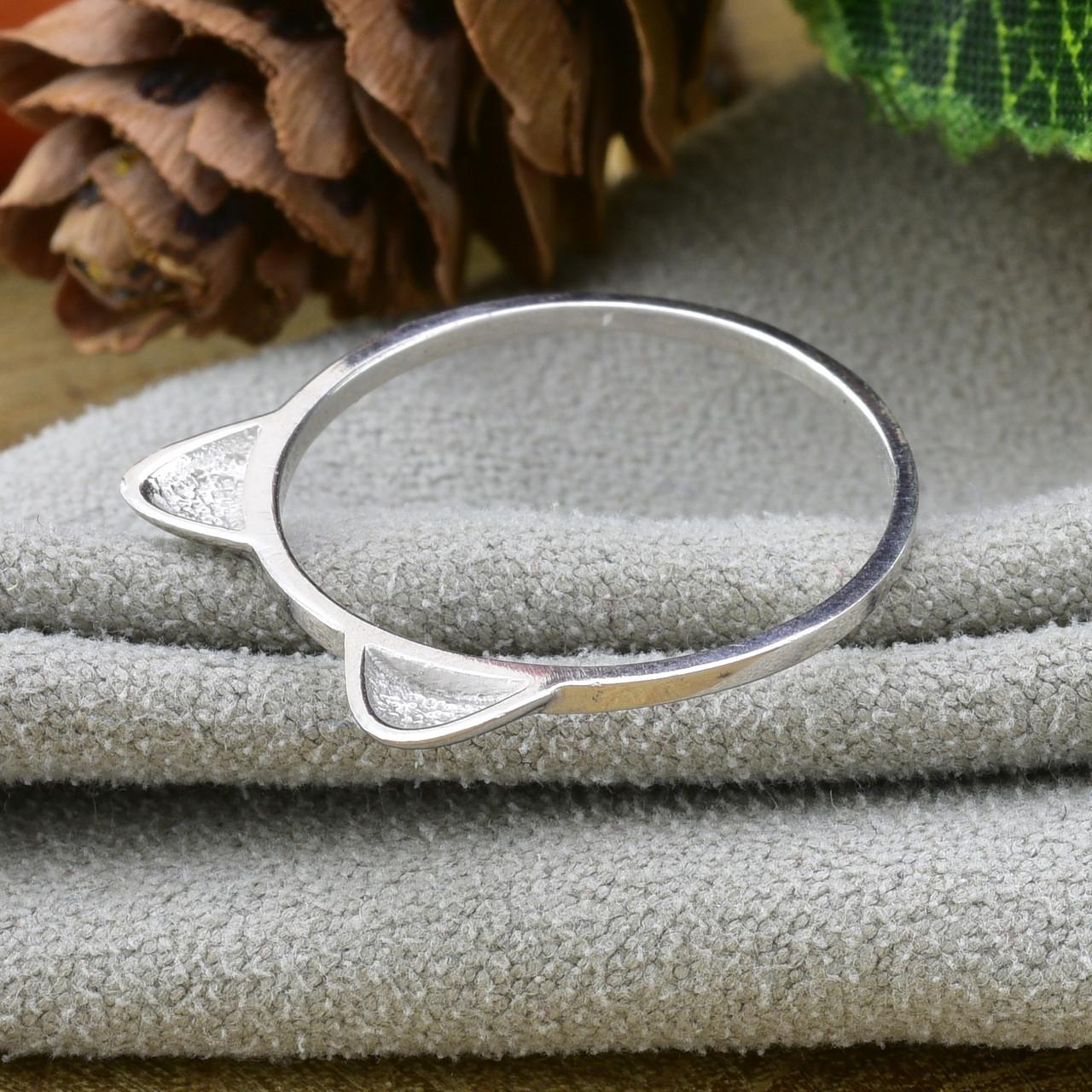 Серебряное кольцо размер 17 вес 0.8 г